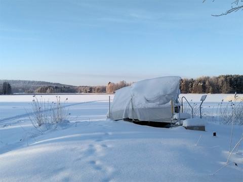 Veneen talvisuojaukseen sopii mallikohtainen talvisuoja tai venepressu.