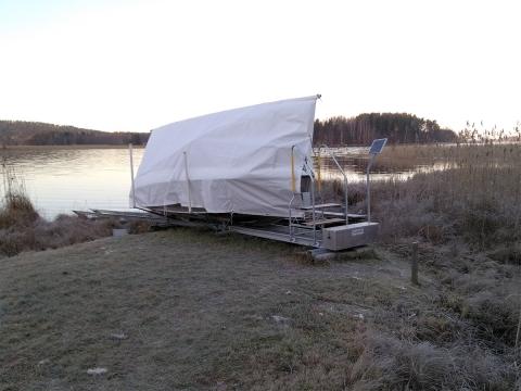 Veneen talvisäilytys onnistuu hyvin omassa rannassa